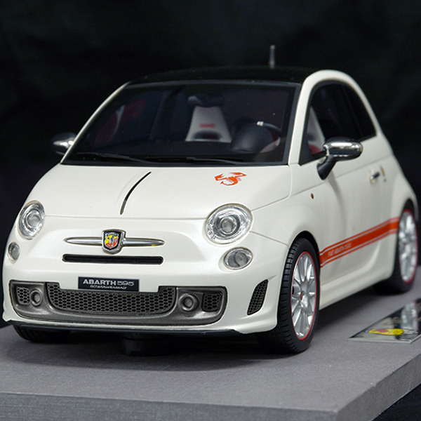 1/18 ABARTH 595 50th Anniversarioミニチュアモデル by BBR